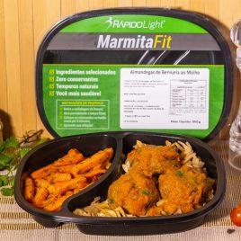 Almondega , macarrão e cenoura sautee
