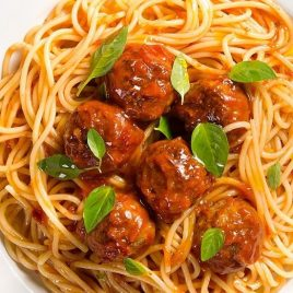 Spaghetti Integral com Almôndegas de Patinho